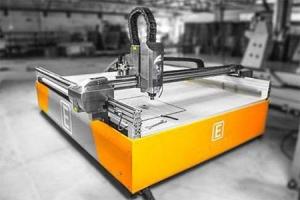 CNC pjovimo staklės 5 ašių
